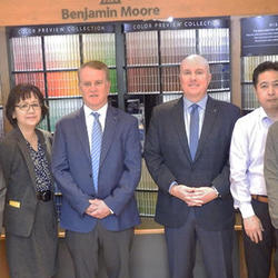 B.M.ジャパンのスタッフと。 中央右がダン氏、左ステファン氏