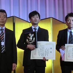 左から小川副理事長、東谷智章氏、平野昌典氏