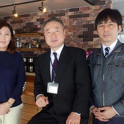 左から加藤瑞紀室長、望月光雄副社長、建築営業部・関口浩祥次長