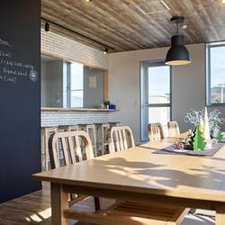 カフェテリアのような食堂