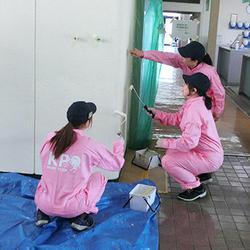 作業前に塗り方を教わる