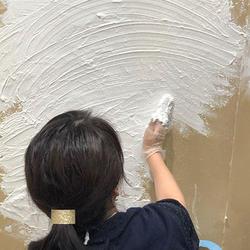 手で塗る仕上材「MORUMORU」