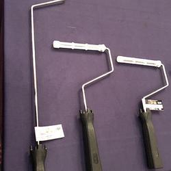 専用フレーム3種類。スイートスポットを軽く叩くと簡単に外せるという。