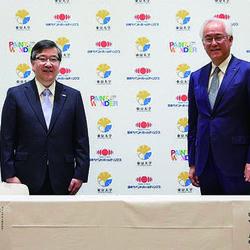 東京大学総長・五神真氏(左) 日本ペイントHD社長兼CEO・田中正明氏(右)