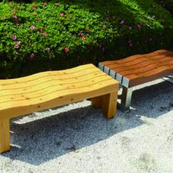 木製ベンチや木製フェンスなどで試験施工を行っている