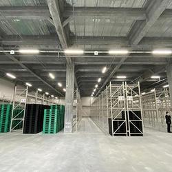 倉庫1階、重量物・大型品を保管